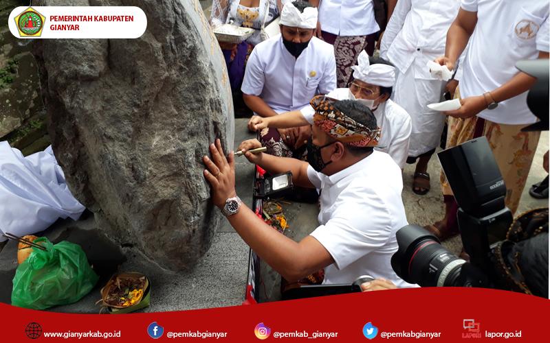 Bupati Mahayastra Tandatangani Prasasti Pura Mrajan Anyar