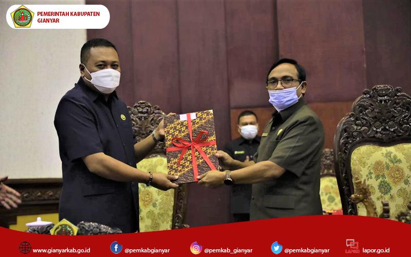 DPRD Gianyar dan Bupati Gianyar Bahas 6 Raperda Kabupaten Gianyar Tahun 2021
