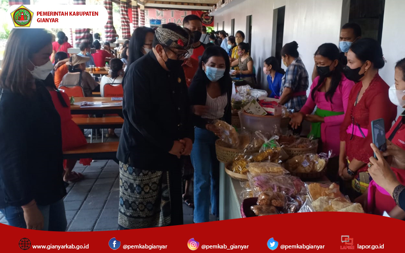 Stand Pameran Kabupaten Gianyar Ramai Pengunjung, Wagub Cok Ace Tertarik Mampir