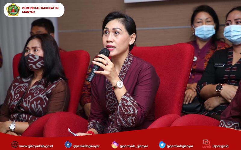 Bantu Perajin Tenun Cagcag, Dekranasda Kabupaten Gianyar Gelar Bimtek Desain dan Pewarnaan