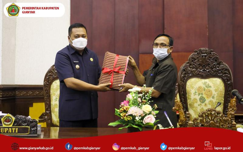 Bupati Mahayastra Sampaikan Pengantar RAPBD Gianyar Tahun 2022