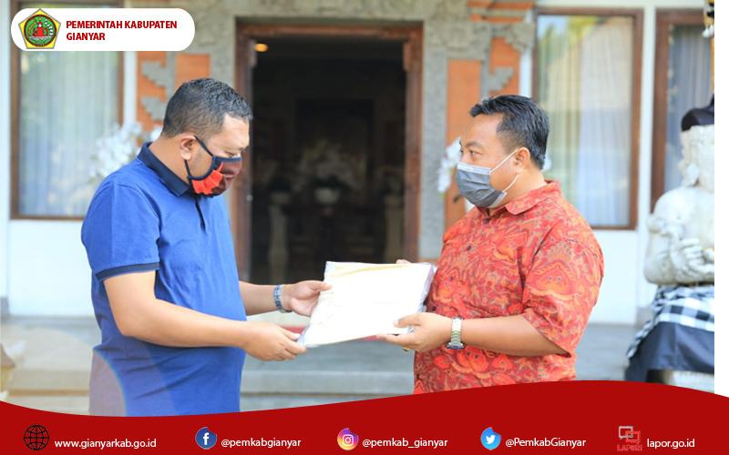 Hadapi Covid 19, PT Garuda Indonesia Bersama Anggota DPR RI Serahkan Bantuan APD Ke Pemkab Gianyar